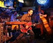 Live Honky Tonk Music - Roberts, Nashville